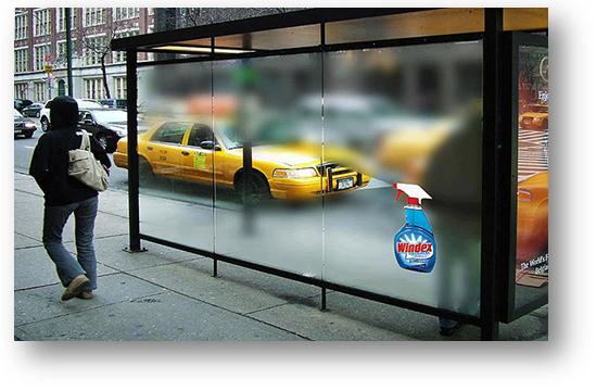 Een voorbeeld van een bushokje met guerillamarketing voor het merk Windex.
